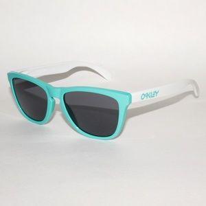 b27d820bc1 ... Oakley Frogskins 24-417 55.17 133 Seafoam White   Oakley FROGSKINS  Olive Green Sunglasses ...